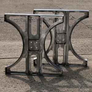 Tischgestell aus Stahl im Industriedesign
